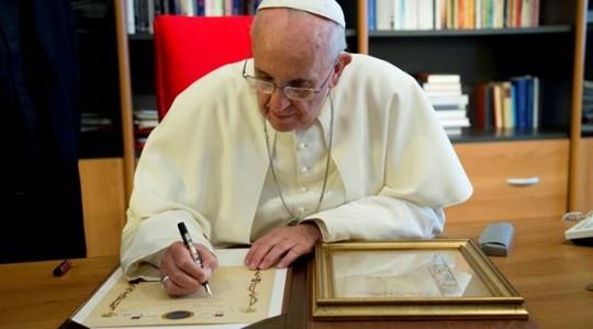 Papa institui novo organismo para leigos, família e vida