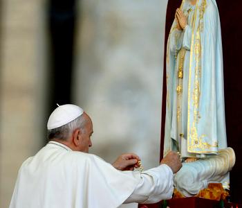 Papa Francisco consagra o mundo ao Sagrado Coração de Maria