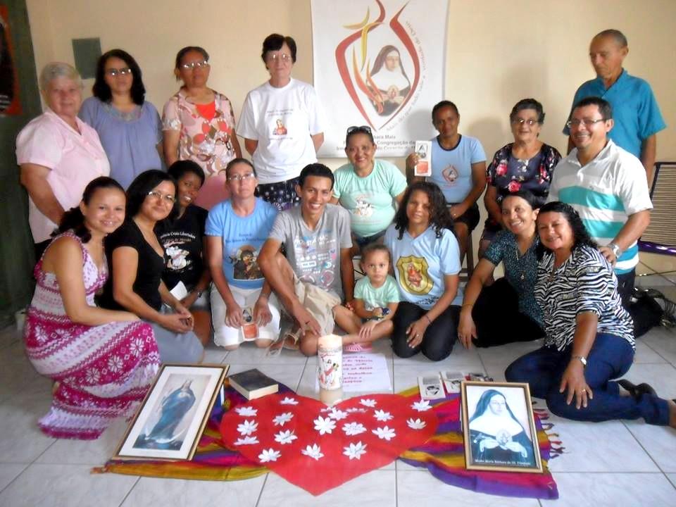 Irmãs e leigos/as ICM em confraternização em Teresina