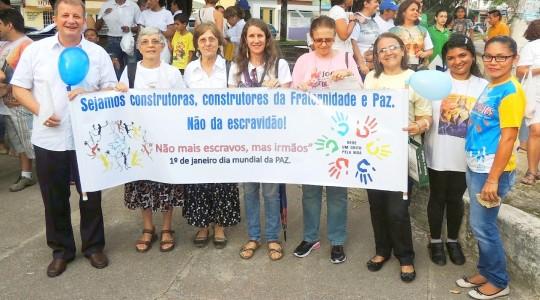"""Irmãs participam da """"Caminhada pela Paz"""" em Manaus, no Amazonas"""