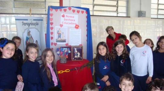 Colégio Mãe de Deus acolhe N. Sra. Educadora; imagem foi abençoada pelo Papa Francisco