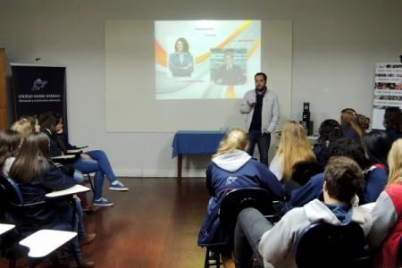 Colégio Madre Bárbara: Alunos participam de palestra sobre Vídeo-Oratória