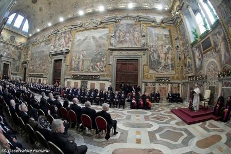 Papa aos diplomatas: migração é a pedra angular do futuro