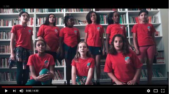 Adolescentes criam música e videoclipe para pedir um mundo melhor