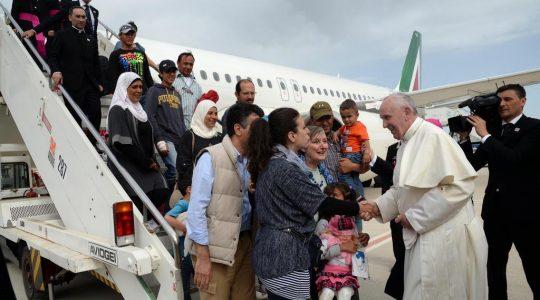 Papa: acolher, proteger, promover e integrar migrantes e refugiados