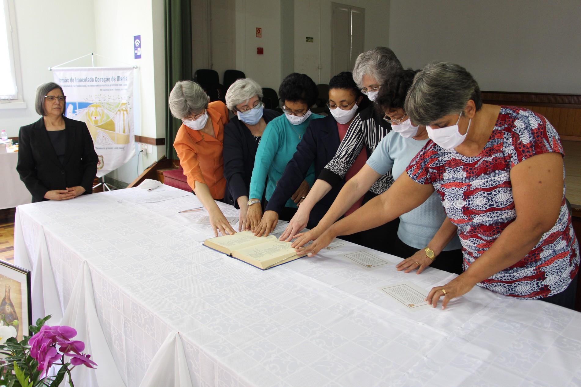 Após eleitas, Irmãs fizeram o juramento