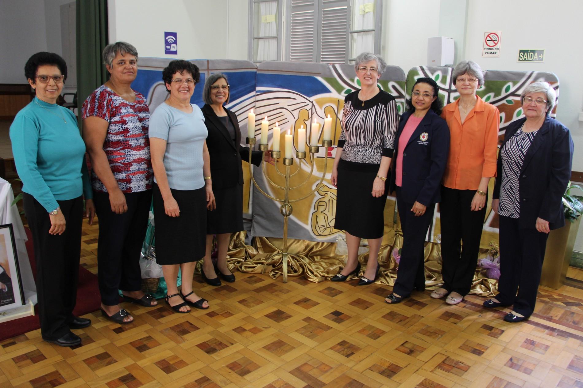 Novo Conselho Geral ICM, da esquerda pra Direita: Irmãs: Adelaide, Francisca Aparecida, Maria Bernardete, Maria Freire, Elenar Berghahn, Maria Aparecida, Dalia Löff e Lia Lauxen.